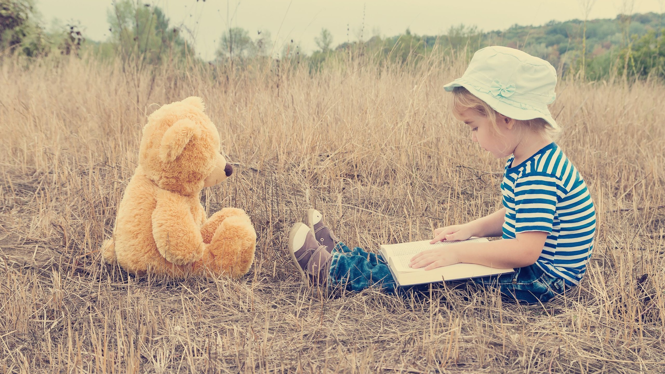 Reading with Bear
